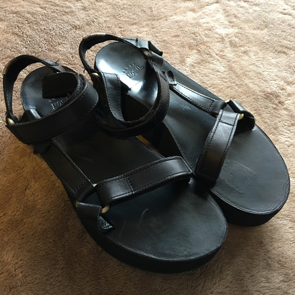 b616d20b2fd Teva flatform universal black leather sandals. M 5a4d9185077b97dafe03aecd